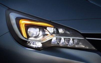Siz yola bir de IntelliLux LED® Matrix farlara sahip olan Yeni Opel Astra'nın gözleri ile bakın